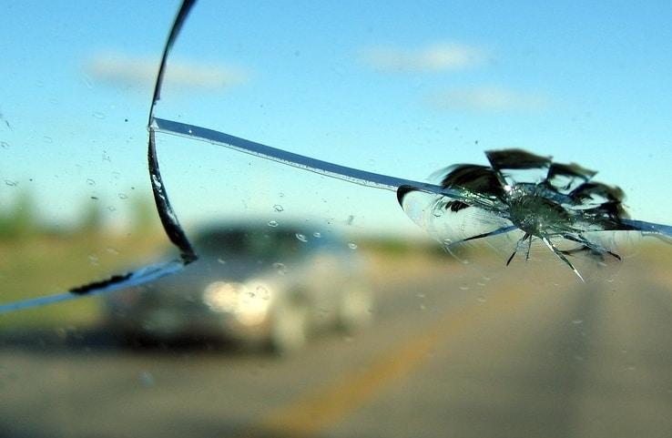 выплачивается ли страховка при повреждении лобового стекла